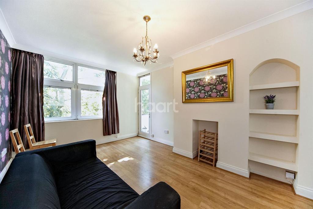 2 Bedrooms Flat for sale in Swanton Gardens, Southfields