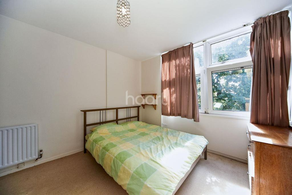 2 Bedrooms Flat for sale in Swanton Gardens, Southfields