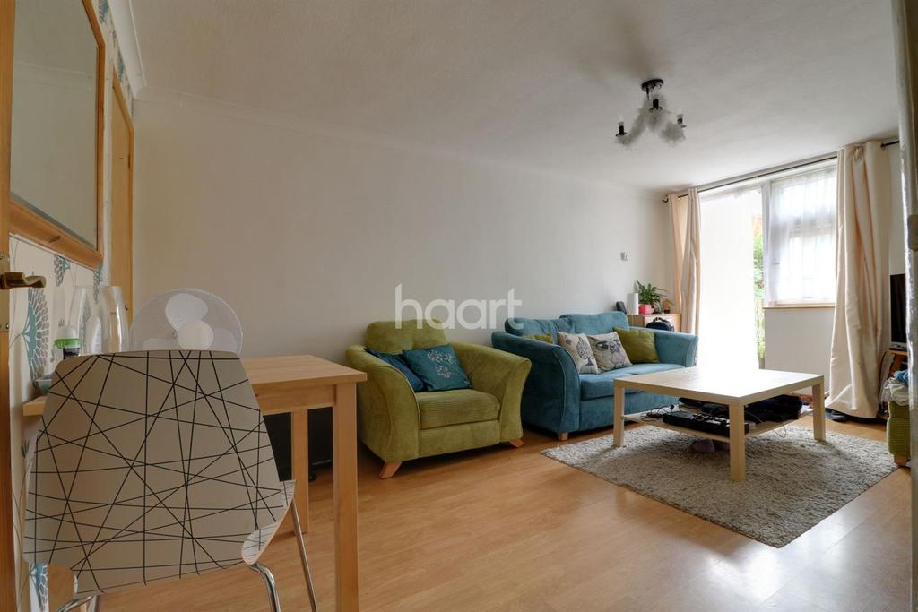 2 Bedrooms Flat for sale in Woodford Green, IG8