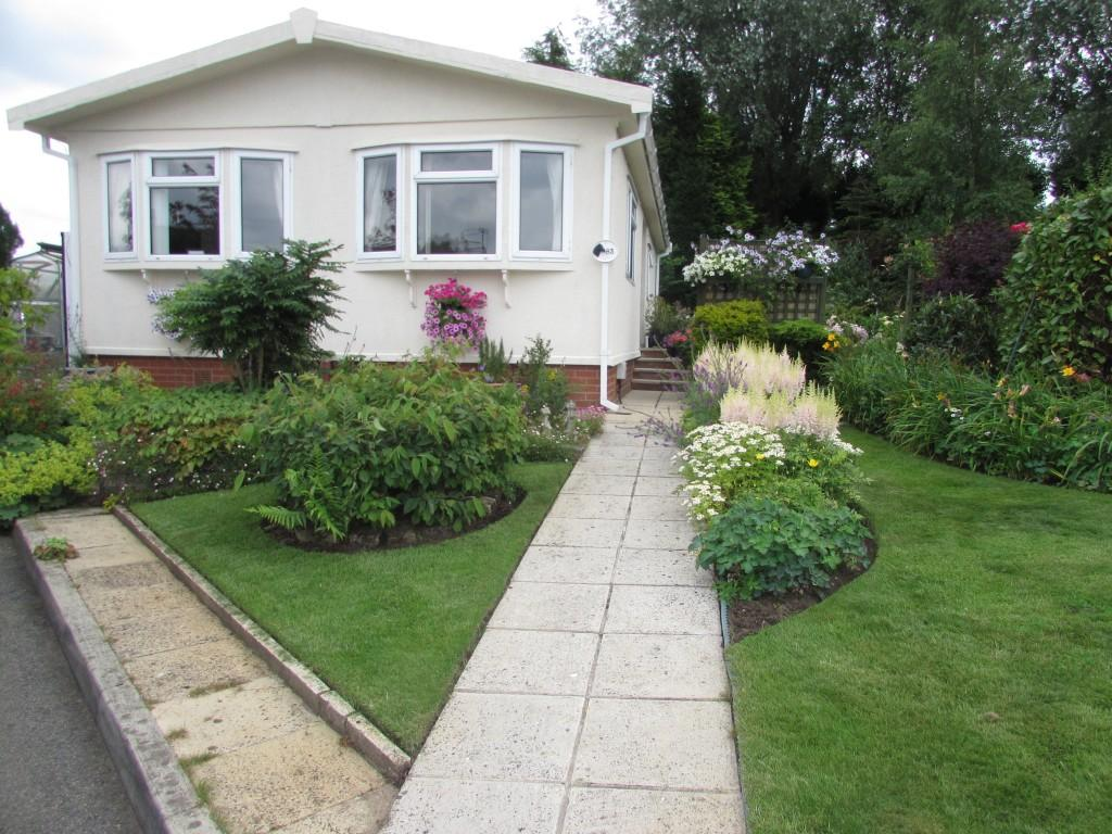 2 Bedrooms Detached Bungalow for sale in The Promenade, Moss Lane, Moore