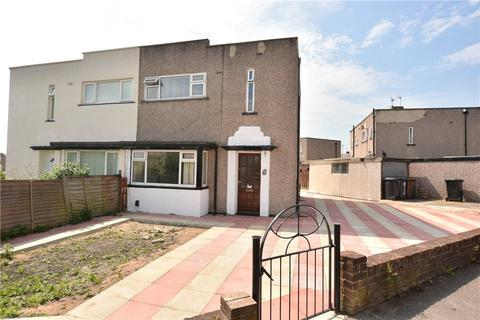 3 bedroom semi-detached house for sale - Daleside Avenue, Pudsey, West Yorkshire
