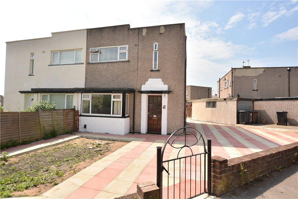 3 Bedrooms Semi Detached House for sale in Daleside Avenue, Pudsey, West Yorkshire