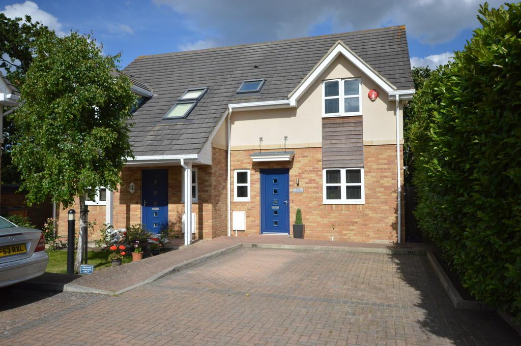 3 Bedrooms End Of Terrace House for sale in Station Road, New Milton