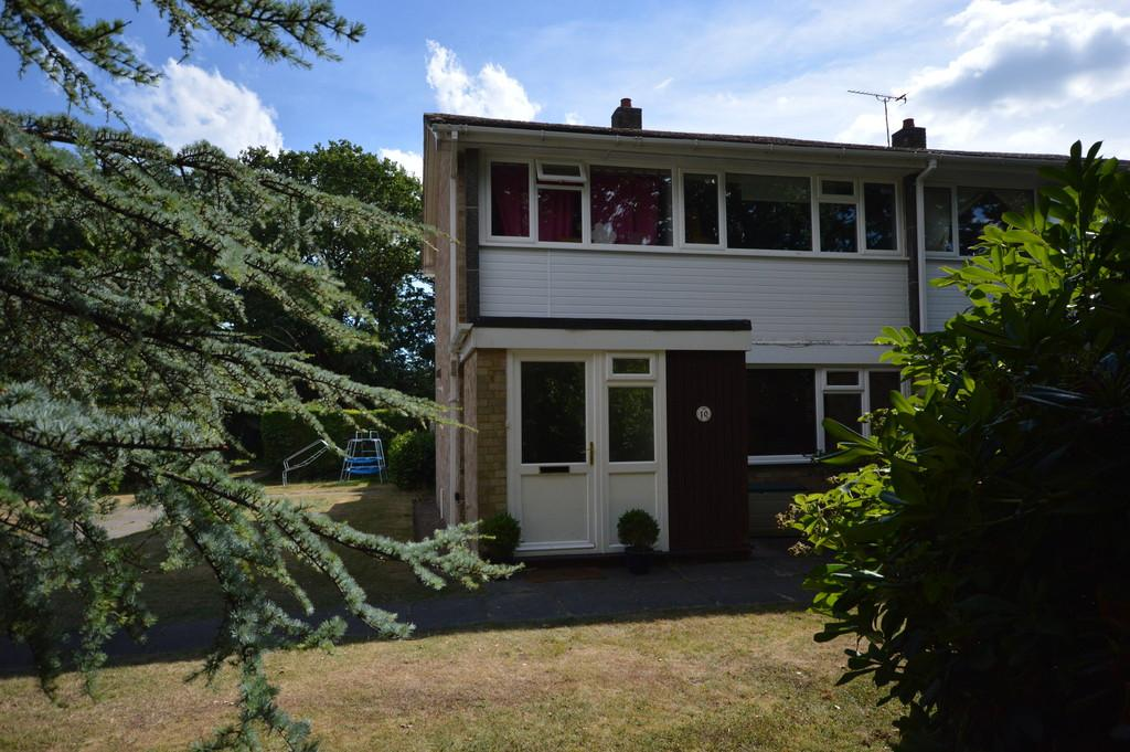 3 Bedrooms Semi Detached House for sale in Oxey Close, New Milto