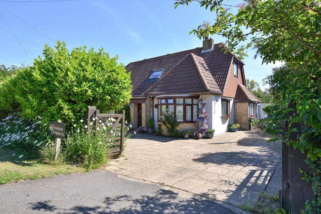 4 Bedrooms Chalet House for sale in Shepherds Way, Fairlight, East Sussex TN35 4BB