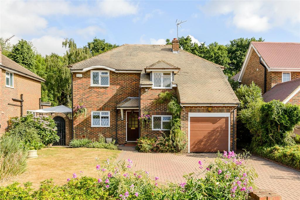 5 Bedrooms Detached House for sale in Birchdale, Gerrards Cross, Buckinghamshire