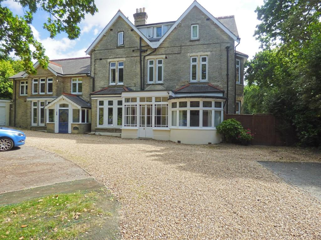 3 Bedrooms Apartment Flat for sale in Lower Parkstone, Poole