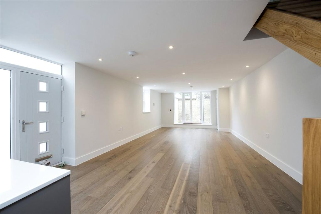 2 Bedrooms Flat for sale in Battersea Park Road, London, SW11
