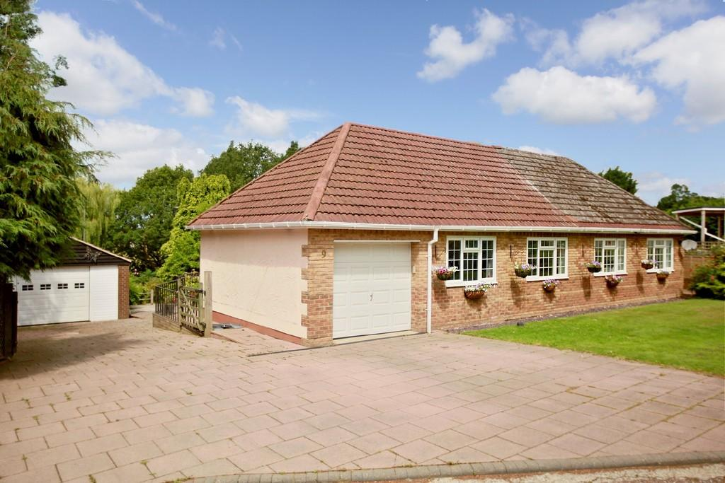 4 Bedrooms Chalet House for sale in The Common, Galleywood