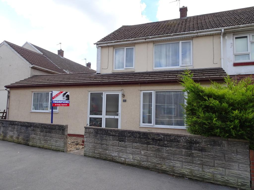 4 Bedrooms End Of Terrace House for sale in MEADOW LANE, PORTHCAWL, CF36 5EU