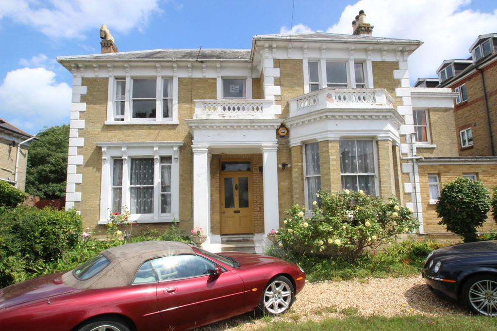 6 Bedrooms Detached House for sale in High Park Road, Ryde