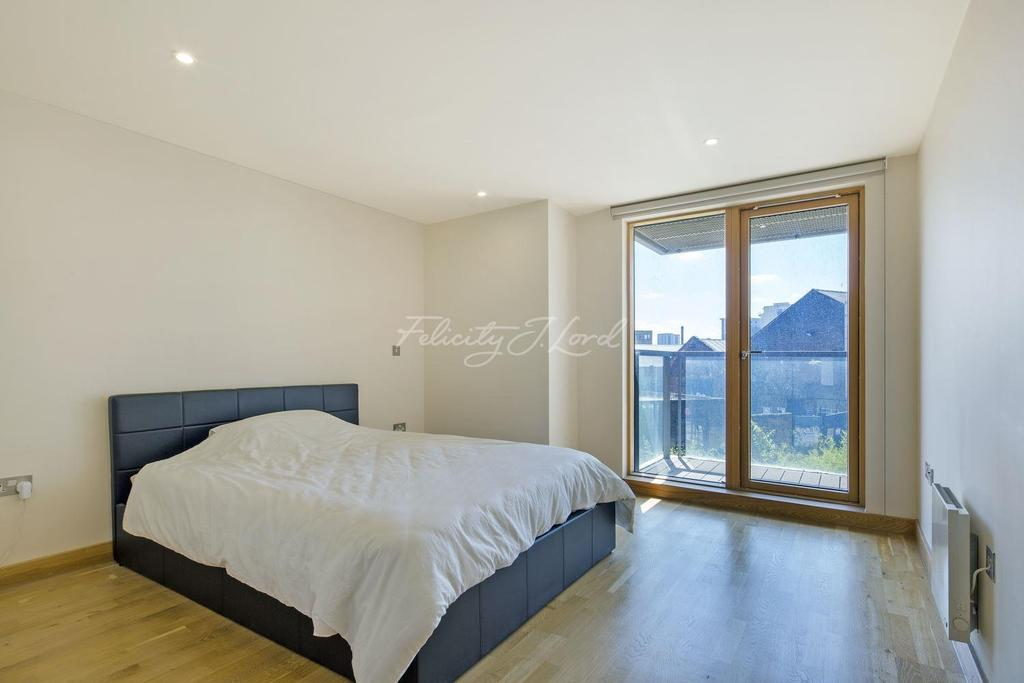 2 Bedrooms Flat for sale in Ink Court, E3