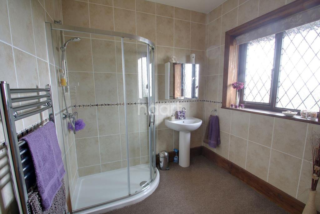 3 Bedrooms Semi Detached House for sale in SIr Evelyn Road, Rochester, ME1