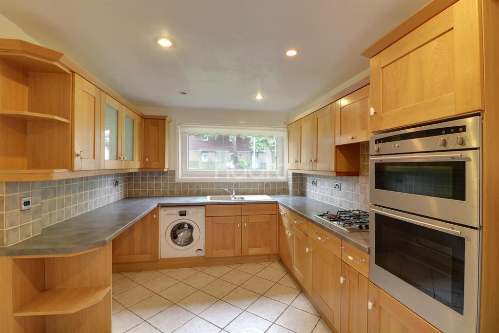 5 Bedrooms End Of Terrace House for sale in Leyside Court, Blackthorn, Northampton