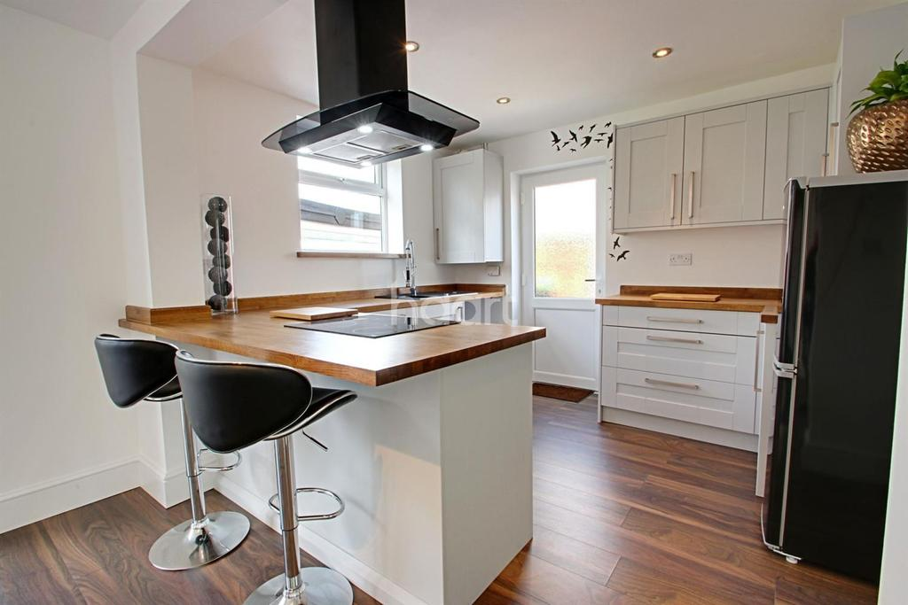 3 Bedrooms Semi Detached House for sale in Greenwood Drive, Kirkby-in-Ashfield