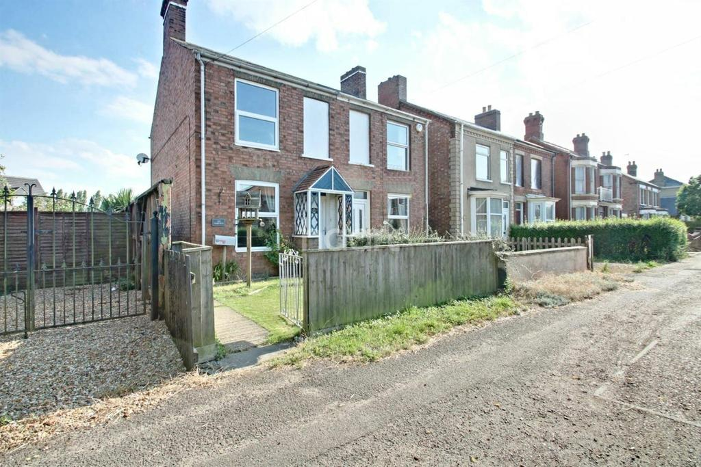 3 Bedrooms Semi Detached House for sale in Elm High Rd,