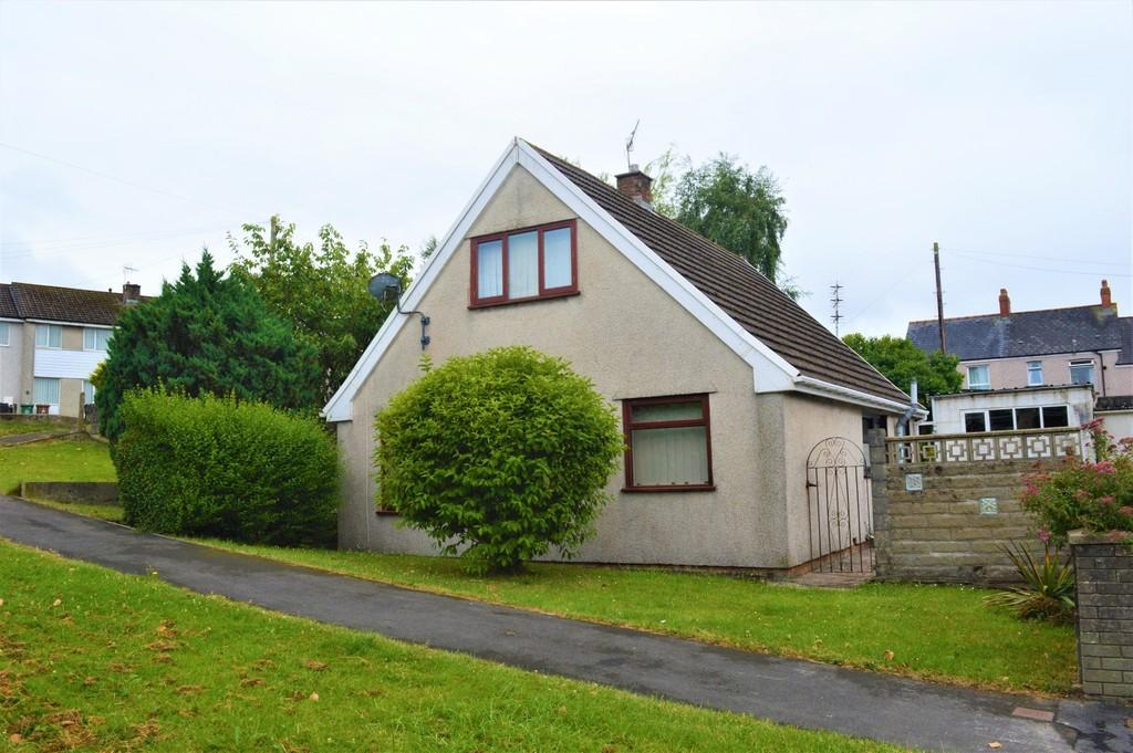 3 Bedrooms Detached Bungalow for sale in Shirdale Close, Maesycwmmer