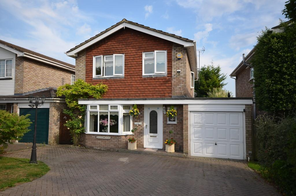4 Bedrooms Detached House for sale in Wey Close, Ash