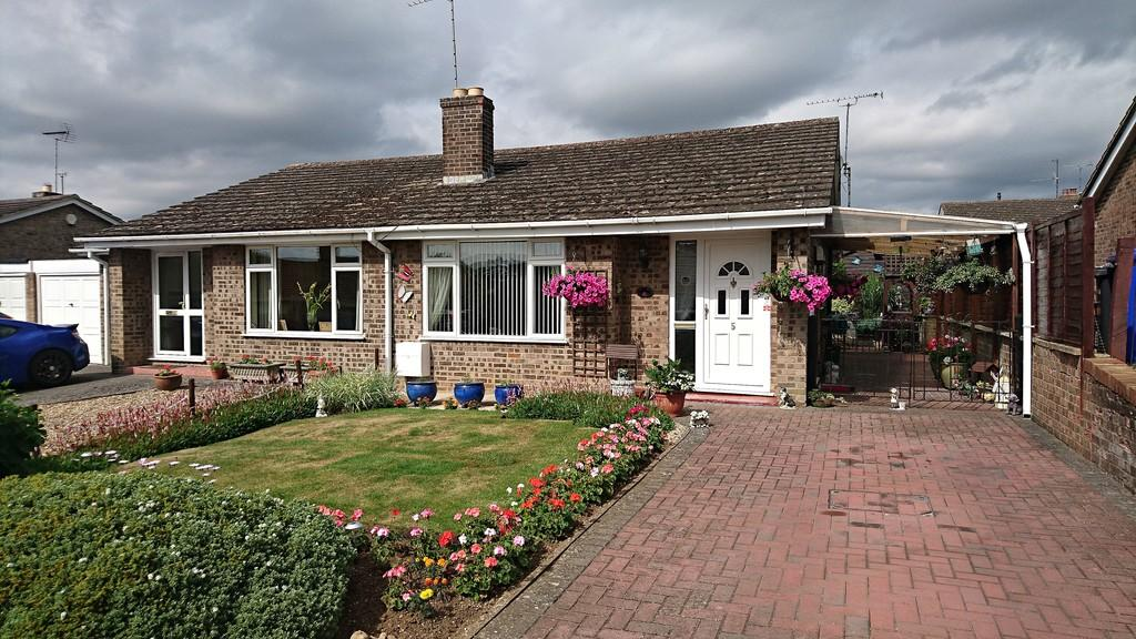 2 Bedrooms Semi Detached Bungalow for sale in Ellesmere Avenue, Brackley