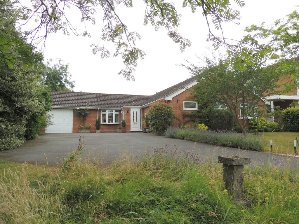 3 Bedrooms Detached Bungalow for sale in Abbots Close, Knowle