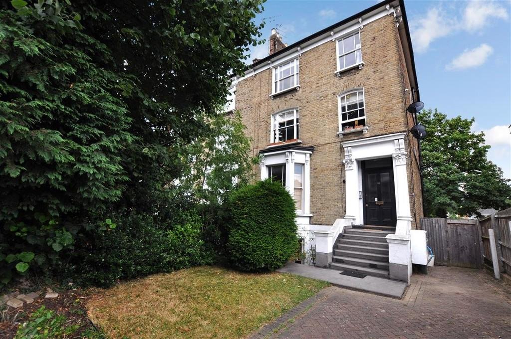 1 Bedroom Flat for sale in Grosvenor Road, Wanstead