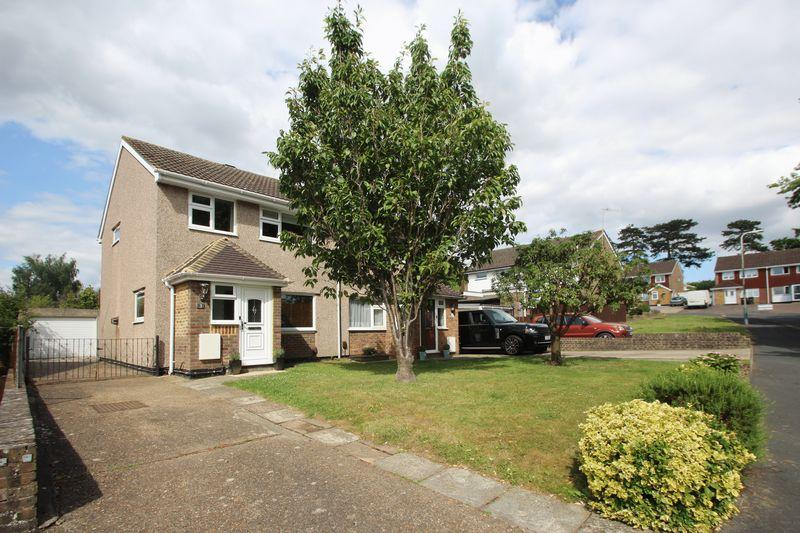 3 Bedrooms Semi Detached House for sale in Cherwell Close, Tonbridge