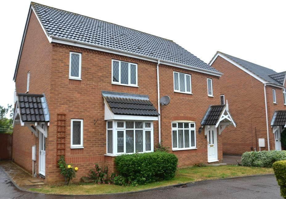 3 Bedrooms Semi Detached House for sale in York Close, Biggleswade, Bedfordshire, SG18