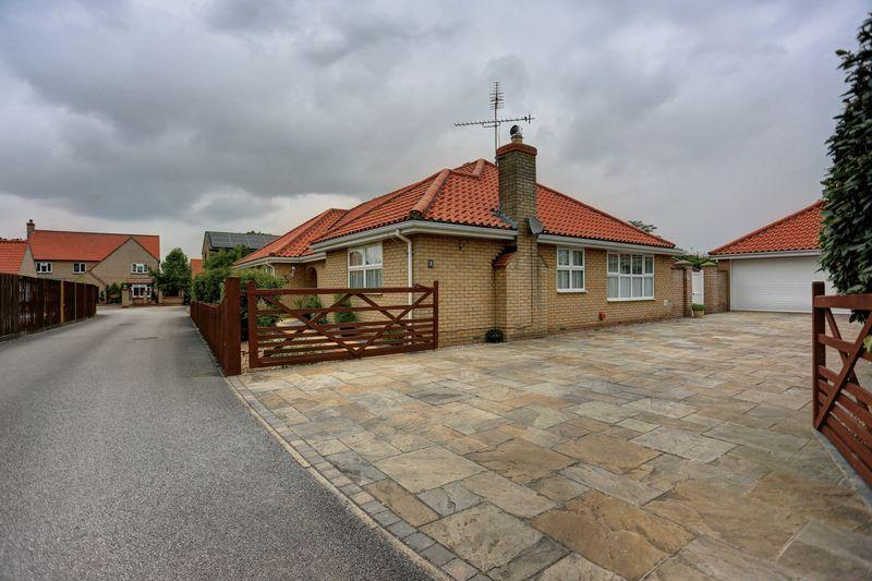 3 Bedrooms Detached Bungalow for sale in Crown Gardens, Little Downham