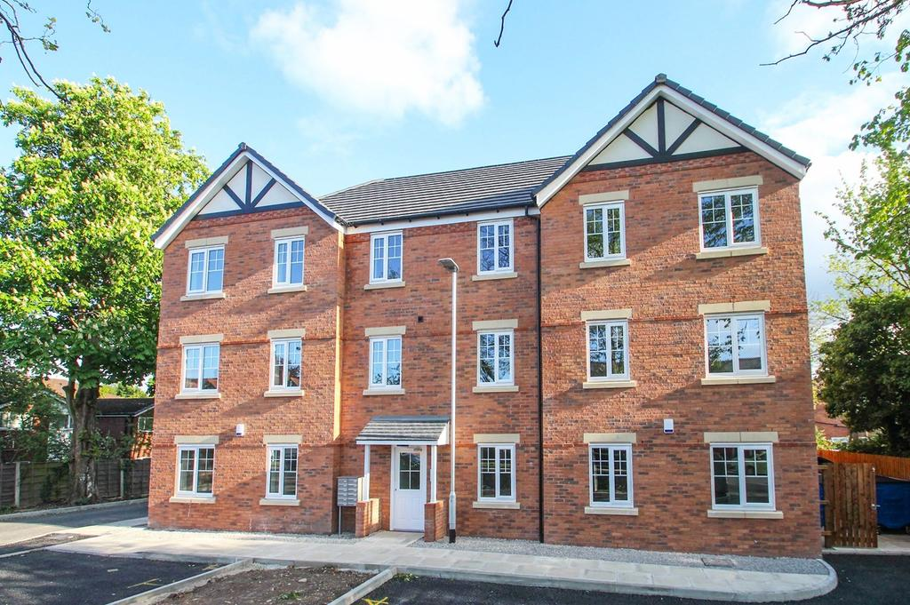 2 Bedrooms Apartment Flat for sale in Stretford Road, Urmston, Manchester, M41
