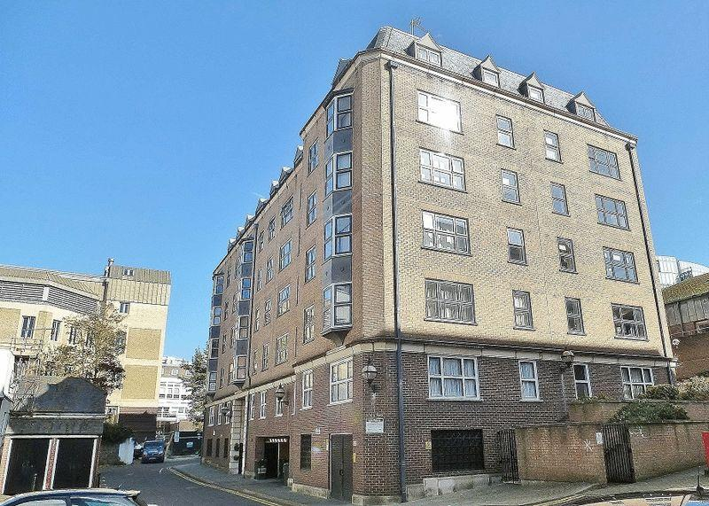 1 Bedroom Retirement Property for sale in Pavilion Court, Grand Parade Mews, Brighton