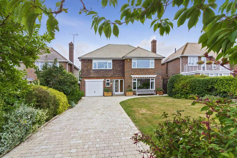 3 Bedrooms Detached House for sale in Amberley Drive, Goring Hall