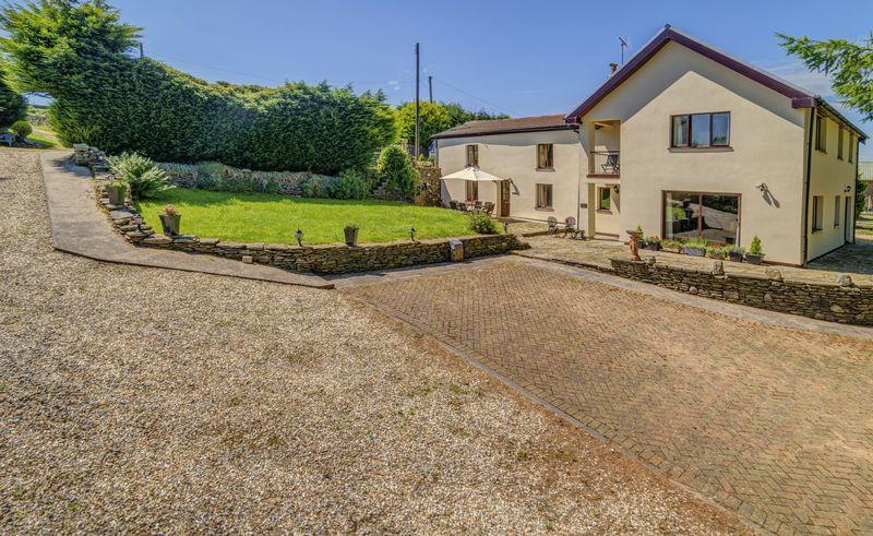 5 Bedrooms Detached House for sale in Tir Cook Farmhouse, Treharris, CF46 5RN