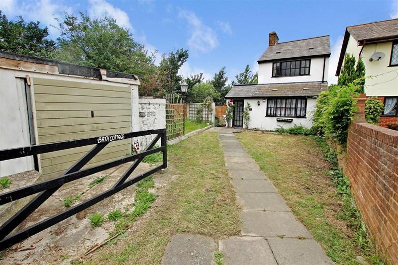 3 Bedrooms Detached House for sale in Hillcrest Road, Crayford