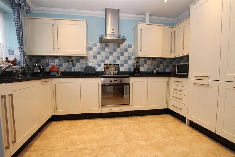 2 Bedrooms Detached Bungalow for sale in Maiden Lane, Crayford