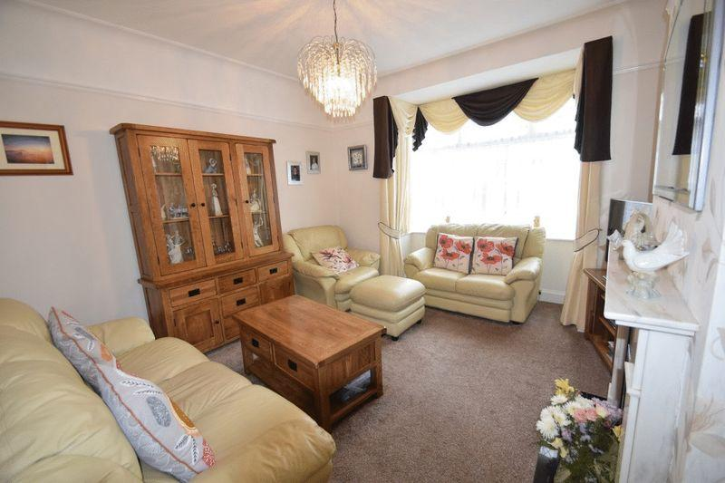 3 Bedrooms Chalet House for sale in Northview Drive, Westcliff-On-Sea