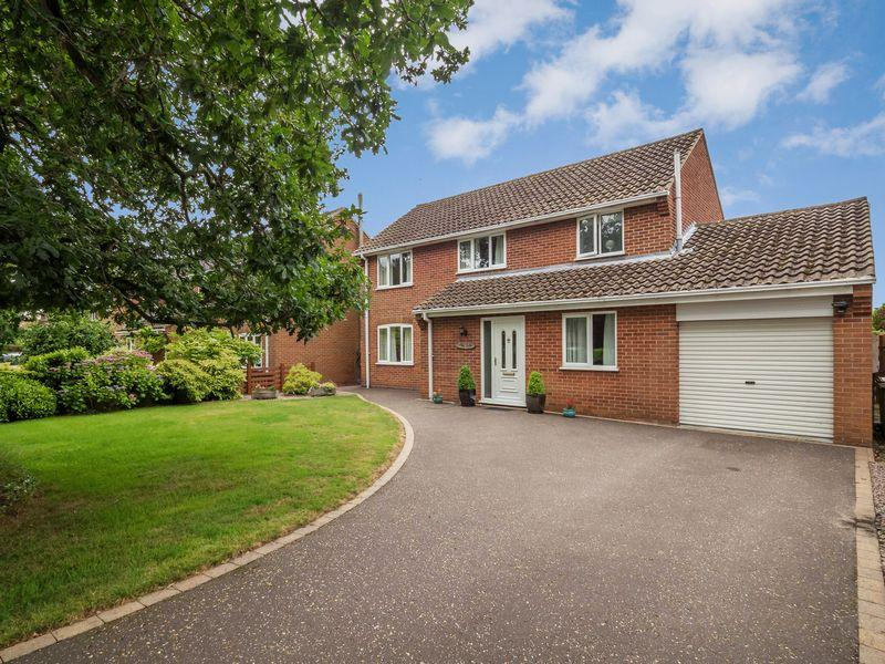 4 Bedrooms Detached House for sale in Fairholme Road, Newton St Faith, Norwich