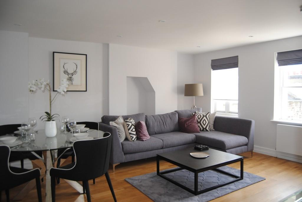 3 Bedrooms Apartment Flat for sale in Luxurious 3 Bedroom Maisonette Gloucester Place W1U