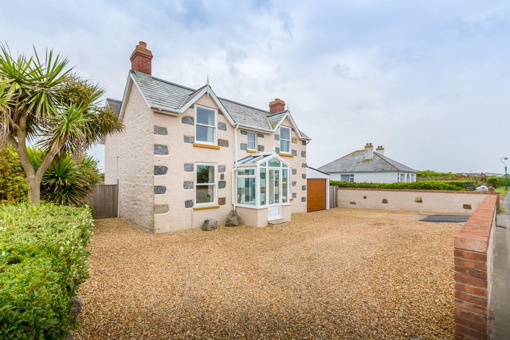 2 Bedrooms Cottage House for sale in Portinfer Road, Vale, Guernsey