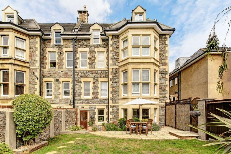 3 Bedrooms Apartment Flat for sale in Iddesleigh Road, Redland