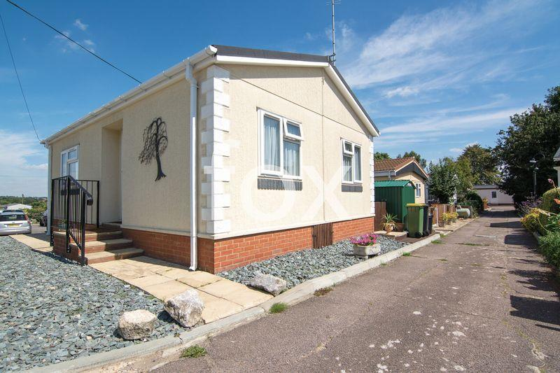 2 Bedrooms Park Home Mobile Home for sale in Pooles Lane, Hockley