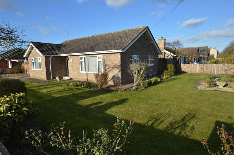 2 Bedrooms Detached Bungalow for sale in Carbis, 1 Abbey Drive, Woodhall Spa