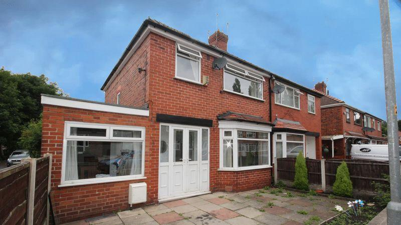 3 Bedrooms Semi Detached House for sale in Parkfield Drive, Middleton, Manchester M24 4ED
