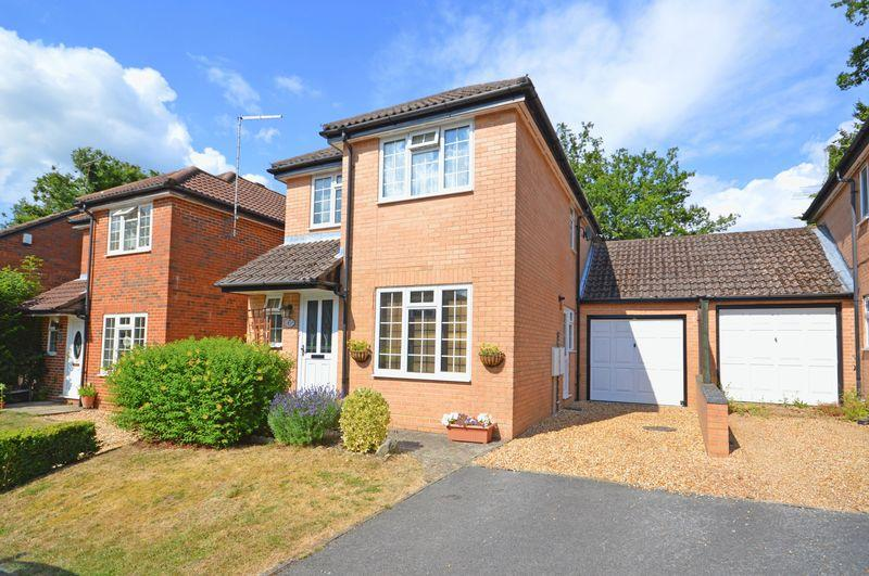 3 Bedrooms Link Detached House for sale in Lindford Chase, Lindford