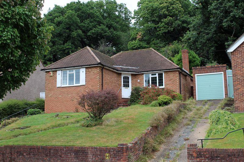 2 Bedrooms Detached Bungalow for sale in Chapel View, Ballards Farm, South Croydon, Surrey