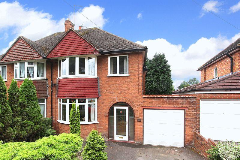 3 Bedrooms Semi Detached House for sale in WOMBOURNE, Orton Lane