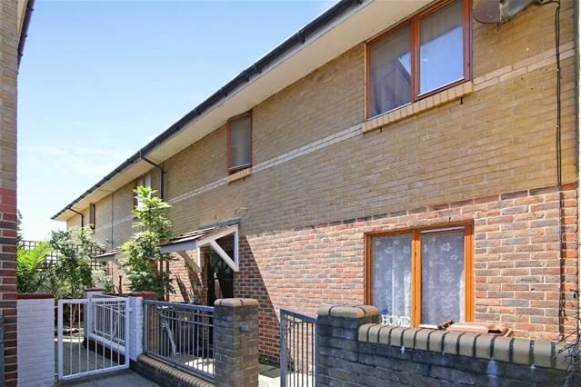 4 Bedrooms House for sale in Pine Close, Leyton