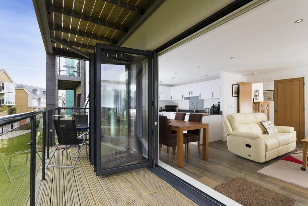 2 Bedrooms Apartment Flat for sale in Olivia Court, Seabrook, CT21