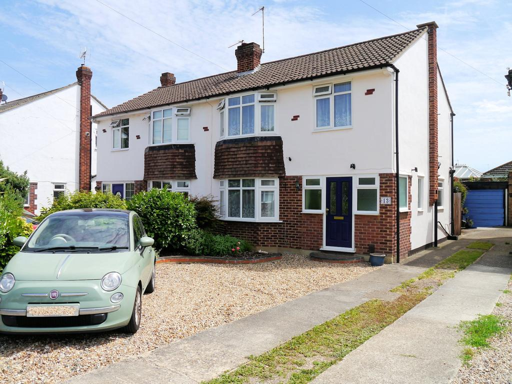 3 Bedrooms Semi Detached House for sale in Carter Close, Windsor SL4