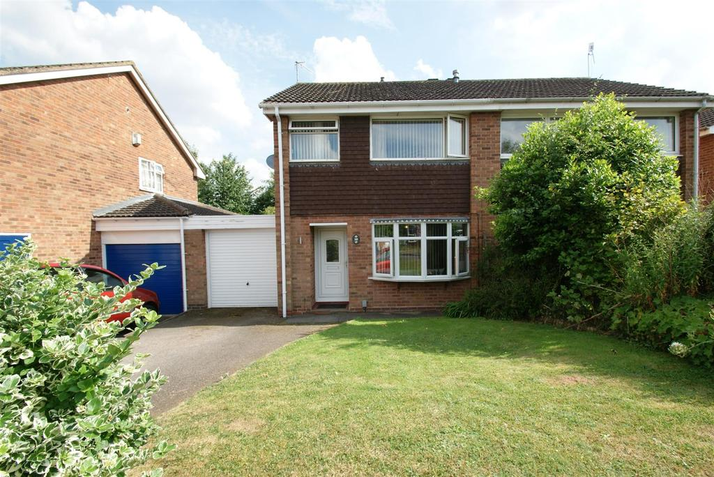 3 Bedrooms Semi Detached House for sale in Cooke Close, Warwick