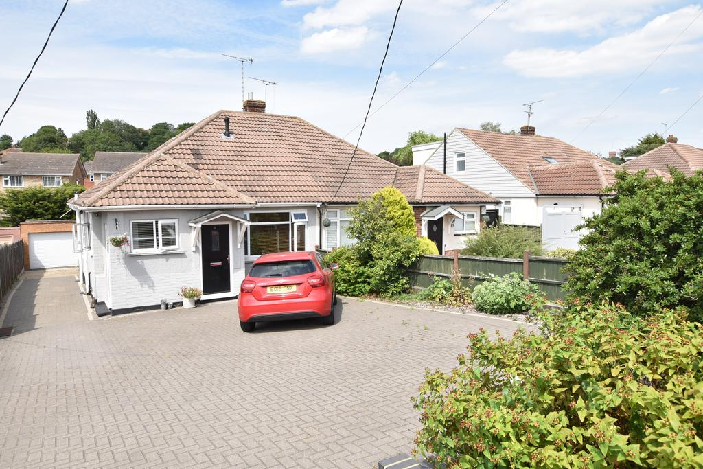 3 Bedrooms Semi Detached Bungalow for sale in Benfleet